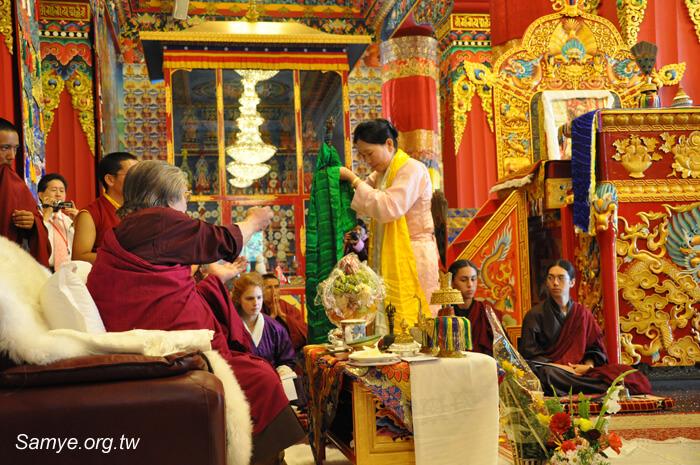尊贵的耶谢桑波仁波切与佛母  祈请法王 董瑟听列诺布仁波切
